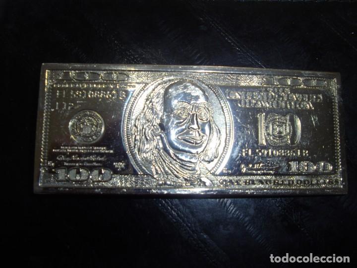 HEBILLA PLATEADA DE 125 X 50 MM. REPRESENTA UN BILLETE DE 100 DOLLAR. (Vintage - Moda - Hombre)