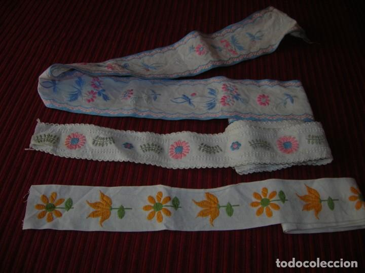 TRES TIRAS BORDADAS MUY BONITAS, (Vintage - Moda - Complementos)
