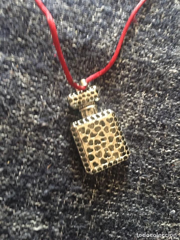 Vintage: Bonito colgante botella Chanel en metal plateado y cordón de seda - Foto 3 - 203988925