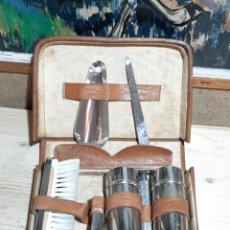 Vintage: NECESER DE VIAJE ESTUCE DE VIAJE CN UTENSILIOS BASICOS PARA ASEO METAL PLATEADO. Lote 204395033