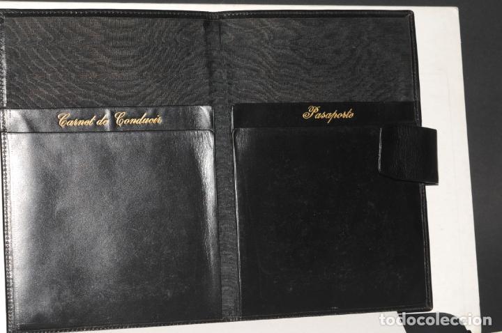 Vintage: CARTERA DE PIEL CON INICIALES EN PLATA (AV) PARA PASAPORTE Y CARNET DE CONDUCIR - Foto 2 - 204417846