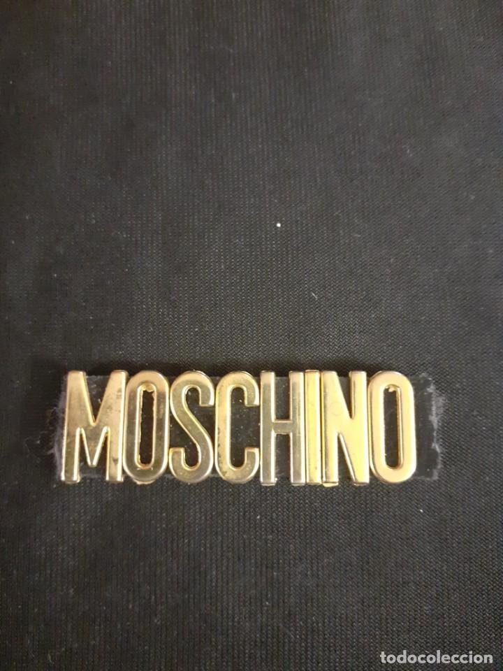 LOGO DE MOSCHINO DE BOLSO DE LOS AÑOS 70 (Vintage - Moda - Complementos)