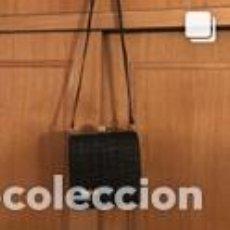 Vintage: BOLSO VINTAGE COMPLETAMENTE NUEVO A ESTRENAR DE ANTE COLOR NEGRO-ORO. Lote 206141378