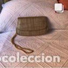 Vintage: BOLSO VINTAGE COMPLETAMENTE NUEVO A ESTRENAR DE NAPA TRENZADA COLOR ORO. Lote 206141380