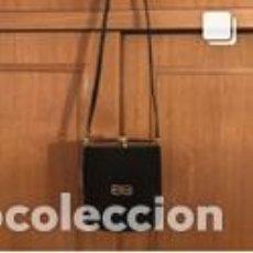Vintage: BOLSO VINTAGE COMPLETAMENTE NUEVO A ESTRENAR DE ANTE Y LAGARTO COLOR NEGRO-ORO. Lote 206141418