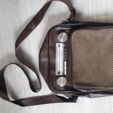 Vintage: BOLSA ESTILO RETRO QUE SIMULA RADIO ANTIGUA. A ESTRENAR. Lote 210433266