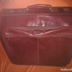 Vintage: BOLSA DE VIAJE EMIDIO TUCCI PARA TRAJES. CUERO ROJO. NUEVA A ESTRENAR. GRAN CALIDAD. Lote 211387407