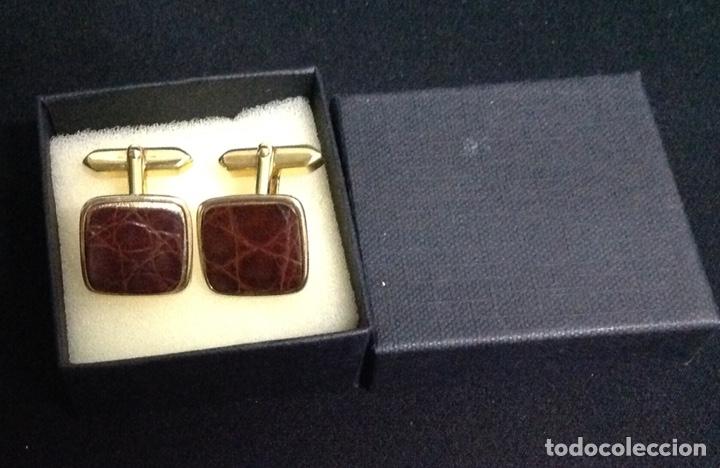 Vintage: Gemelos dorados, con piel, vintage. Nuevos - Foto 2 - 213120838