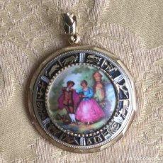 Vintage: COLGANTE VINTAGE PORCELANA Y METAL DORADO. Lote 215084327