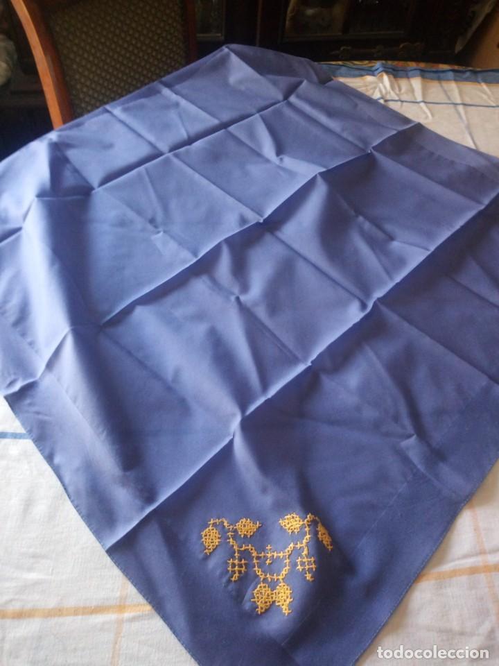Vintage: Bonito pañuelo de poliéster con bordado en punto de cruz en una esquina. - Foto 4 - 217764997