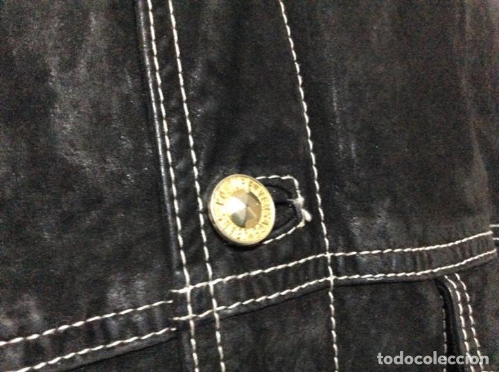 Vintage: Envió 8€. Cazadora de hombre de ante negro marca VERSACE couture de los 90. Muy usada. Talla L - Foto 3 - 221550961