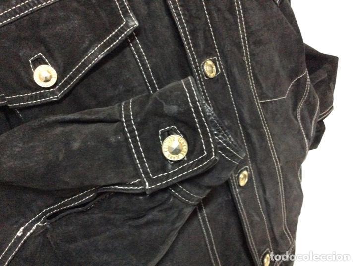 Vintage: Envió 8€. Cazadora de hombre de ante negro marca VERSACE couture de los 90. Muy usada. Talla L - Foto 6 - 221550961