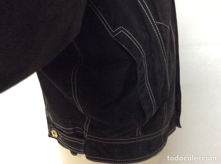 Vintage: Envió 8€. Cazadora de hombre de ante negro marca VERSACE couture de los 90. Muy usada. Talla L - Foto 7 - 221550961