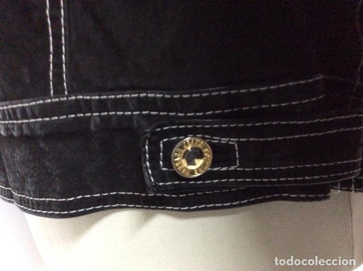 Vintage: Envió 8€. Cazadora de hombre de ante negro marca VERSACE couture de los 90. Muy usada. Talla L - Foto 8 - 221550961