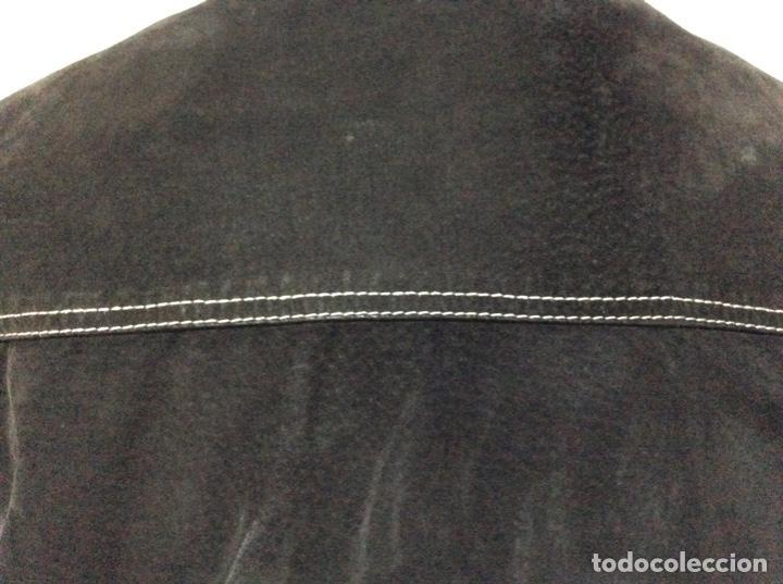 Vintage: Envió 8€. Cazadora de hombre de ante negro marca VERSACE couture de los 90. Muy usada. Talla L - Foto 10 - 221550961