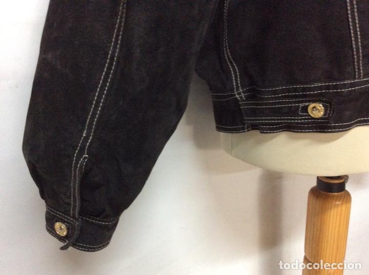 Vintage: Envió 8€. Cazadora de hombre de ante negro marca VERSACE couture de los 90. Muy usada. Talla L - Foto 11 - 221550961