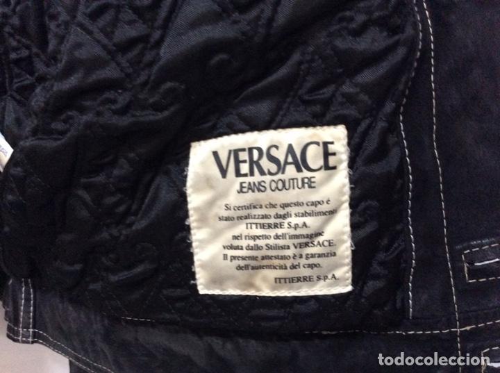 Vintage: Envió 8€. Cazadora de hombre de ante negro marca VERSACE couture de los 90. Muy usada. Talla L - Foto 14 - 221550961