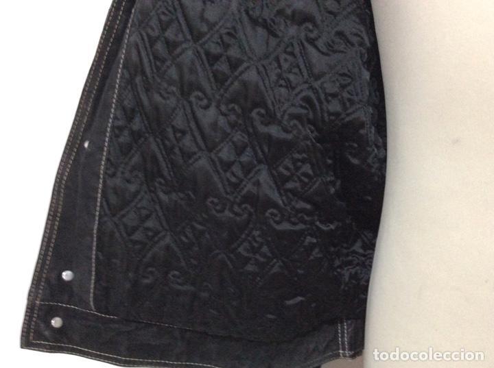 Vintage: Envió 8€. Cazadora de hombre de ante negro marca VERSACE couture de los 90. Muy usada. Talla L - Foto 16 - 221550961
