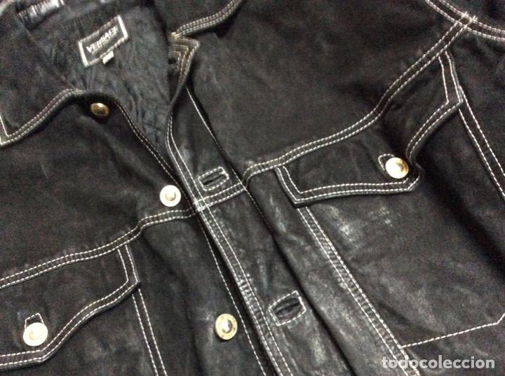 Vintage: Envió 8€. Cazadora de hombre de ante negro marca VERSACE couture de los 90. Muy usada. Talla L - Foto 18 - 221550961
