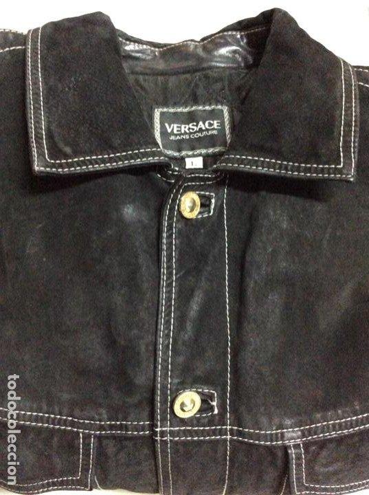 Vintage: Envió 8€. Cazadora de hombre de ante negro marca VERSACE couture de los 90. Muy usada. Talla L - Foto 19 - 221550961