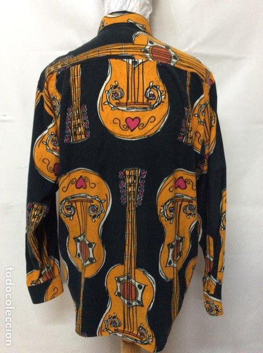 Vintage: Envió 8€. Camisa de hombre de la marca MOSCHINO de los 80. Talla XL en muy buen estado - Foto 6 - 221557762