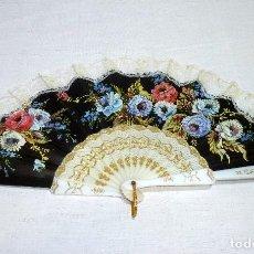 Vintage: ABANICO CON ENCAJE Y MOTIVO FLORAL IMPRESO.. Lote 221934798