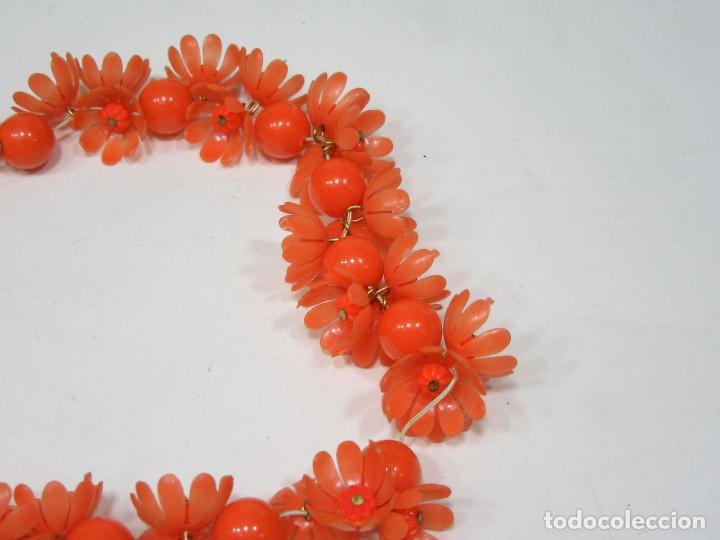 Vintage: Pulsera Hippy de flores. Plástico. Original de los años 70. - Foto 2 - 222110688