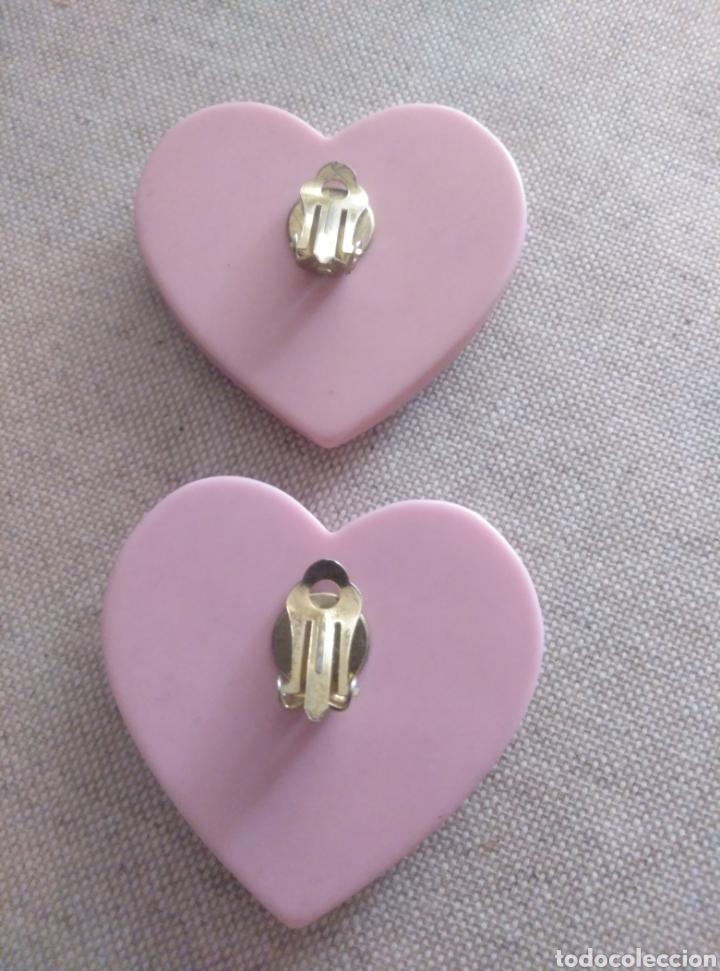 Vintage: Pendientes clip gran corazón rosa pálido. Años 80. Plástico resistente. Total revival vintage - Foto 3 - 222120822