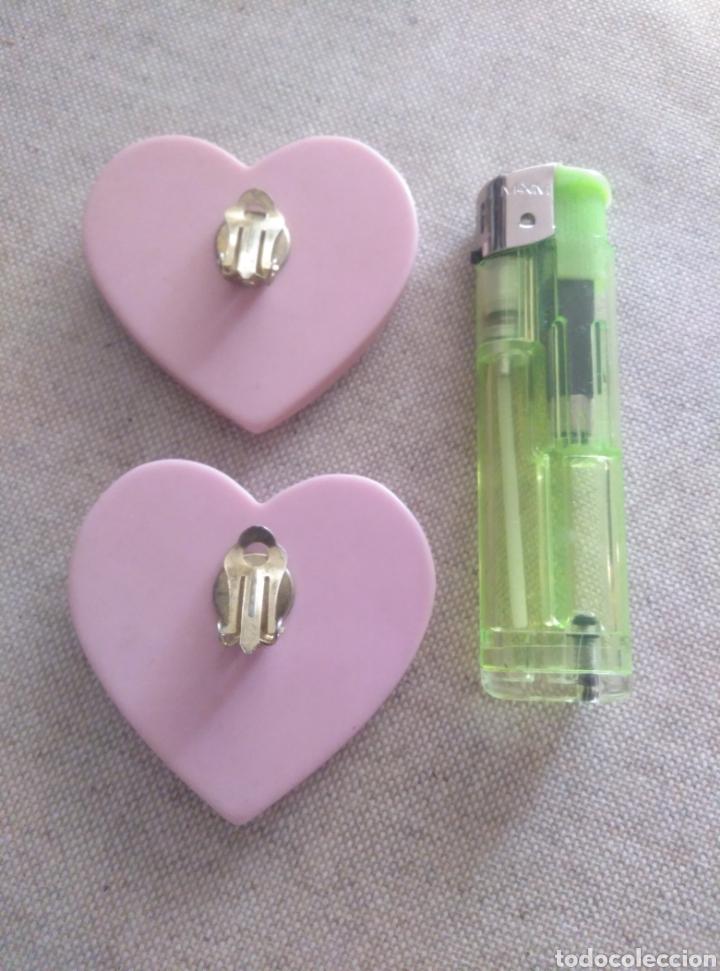 Vintage: Pendientes clip gran corazón rosa pálido. Años 80. Plástico resistente. Total revival vintage - Foto 4 - 222120822