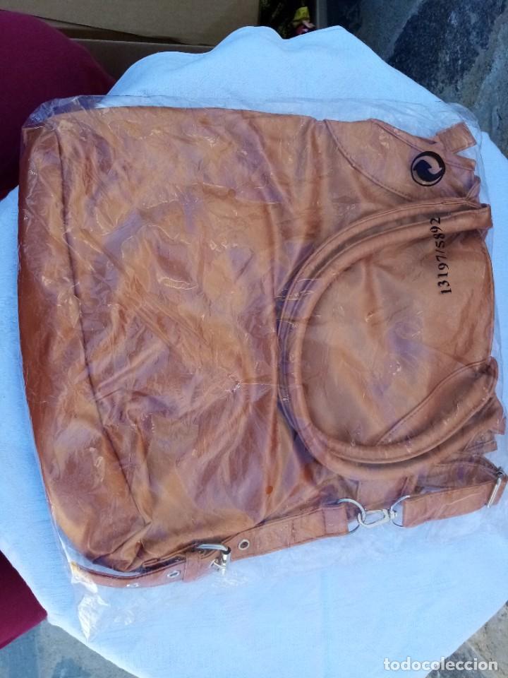 Vintage: Bonito bolso/mochila de color marrón - Foto 2 - 222121910