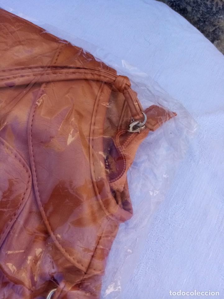 Vintage: Bonito bolso/mochila de color marrón - Foto 3 - 222121910