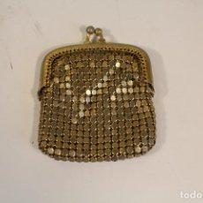 Vintage: BOLSO MONEDERO DORADO DE MALLA. Lote 222408006