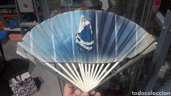 Vintage: Antiguo abanico años 50 pintado a mano gitana, varillas nacar hueso o similar leer descripción - Foto 5 - 224102471