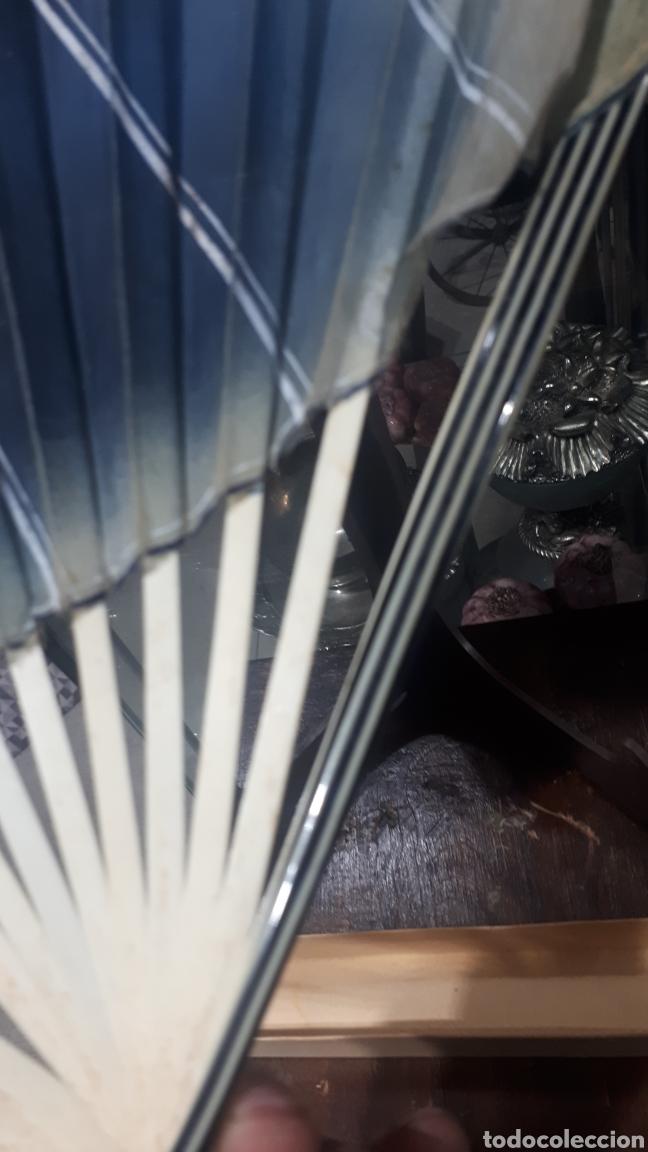 Vintage: Antiguo abanico años 50 pintado a mano gitana, varillas nacar hueso o similar leer descripción - Foto 7 - 224102471
