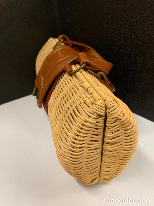 Vintage: Gracioso bolso de mano de enea o junco.Mide aprox 24x10cms sin contar el asa - Foto 2 - 224622807