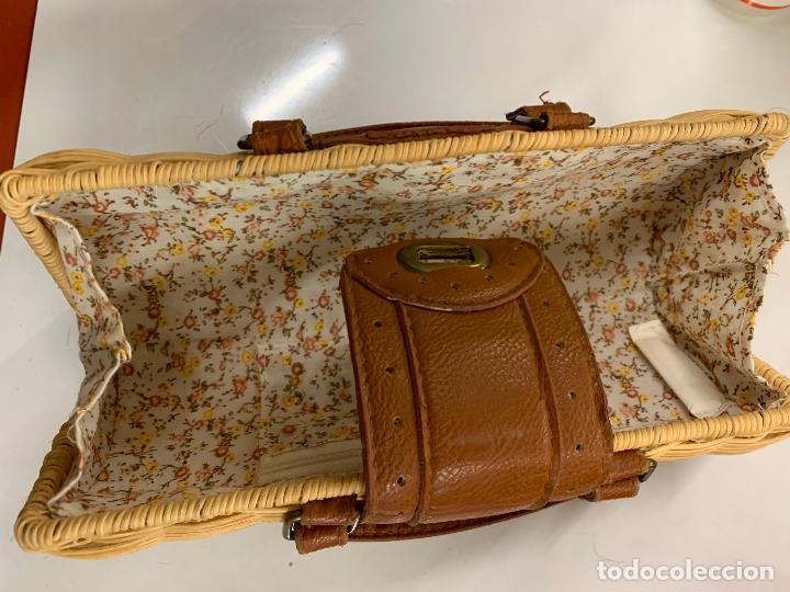 Vintage: Gracioso bolso de mano de enea o junco.Mide aprox 24x10cms sin contar el asa - Foto 3 - 224622807