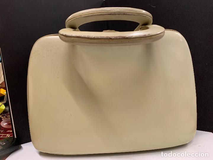 Vintage: Espectacular antiguo bolso de mano o maletin.Mide aprox 30x21cms sin contar el asa. Pieza unica - Foto 4 - 224623031