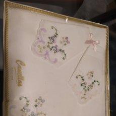 Vintage: LOTE 3 PRECIOSOS PAÑUELOS BORDADOS CANELLAS. Lote 227776586