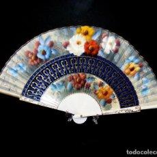 Vintage: ABANICO VINTAGE DECORADO - 23,5 CMS.- AÑOS 60/70 - SIN USO - EN SU CAJA ORIGINAL.. Lote 234881525