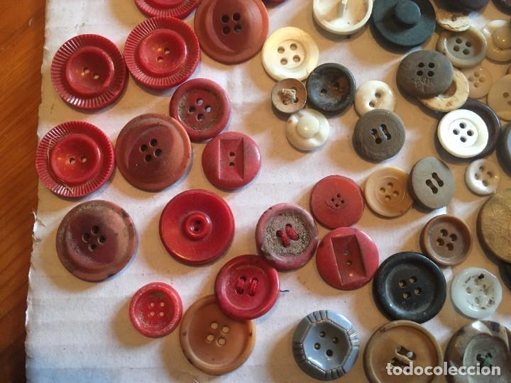 Vintage: botones varios antiguos, viejos y usados lote mas de 300 - Foto 2 - 235433645