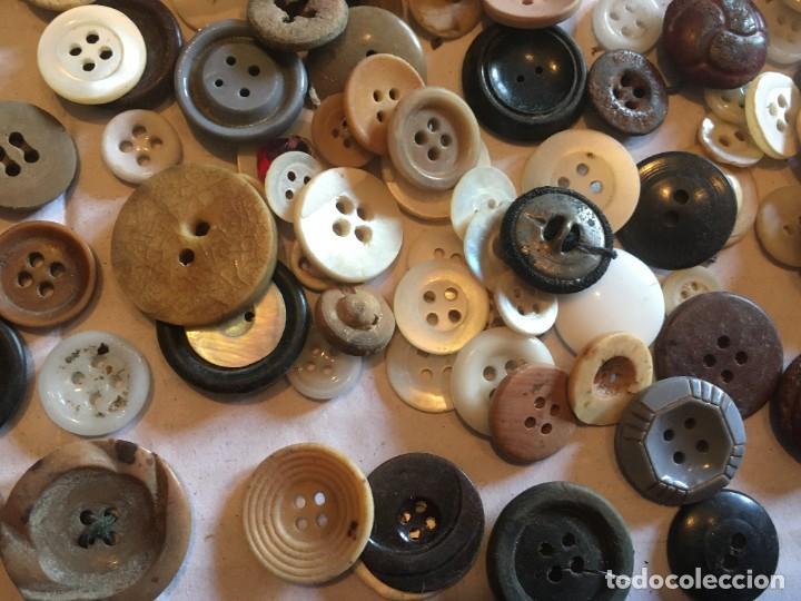 Vintage: botones varios antiguos, viejos y usados lote mas de 300 - Foto 5 - 235433645