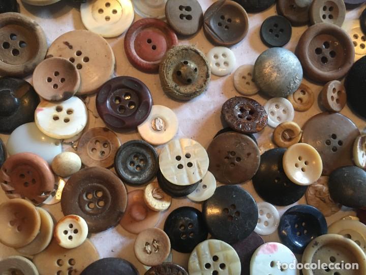 Vintage: botones varios antiguos, viejos y usados lote mas de 300 - Foto 10 - 235433645