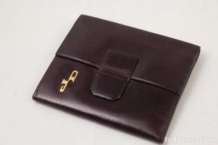 Vintage: cartera de piel con letras de oro - Foto 2 - 268863869