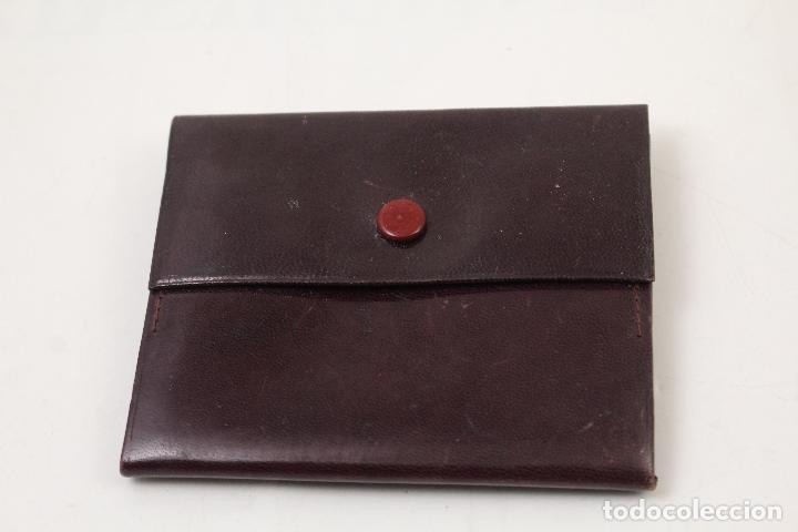 Vintage: cartera de piel con letras de oro - Foto 3 - 268863869