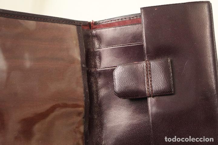 Vintage: cartera de piel con letras de oro - Foto 4 - 268863869