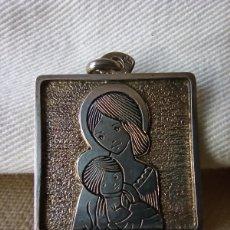 Vintage: MEDALLA DE PLATA CON VIRGEN NIÑA. Lote 237636610
