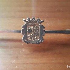 Vintage: PISACORBATAS / ALFILER DE CORBATA CON ESCUDO.. Lote 237667170