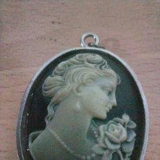Vintage: PRECIOSO COLGANTE CAMAFEO DE PASTA TALLADO ESTILO ART DECO. Lote 240261005