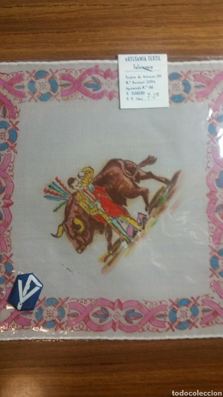 Vintage: Pañuelo pintado a mano artesanía Salamanca motivo toros - Foto 2 - 263213845
