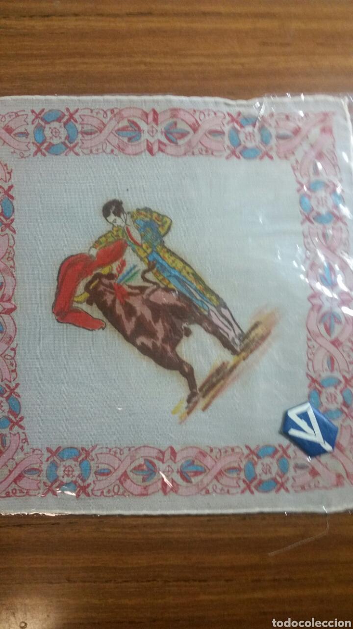 Vintage: Pañuelo pintado a mano artesanía Salamanca años 40/50 motivo toros - Foto 2 - 263213400